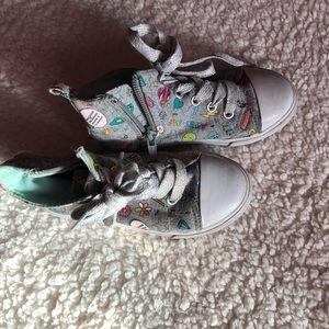 Girl sneakers, gray with fun print, size 10